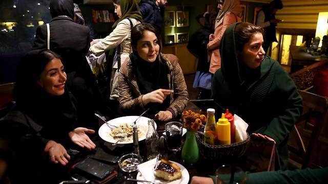 Iranian women in a restraunt wearing modern hijabs (Photo: AP)