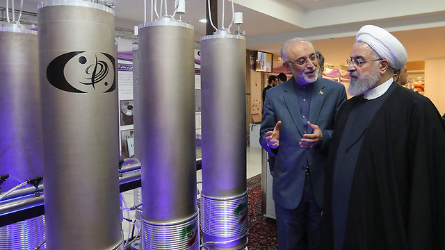 Iran's President Hassan Rouhani at an Iranian nuclear facility (צילום: AFP)