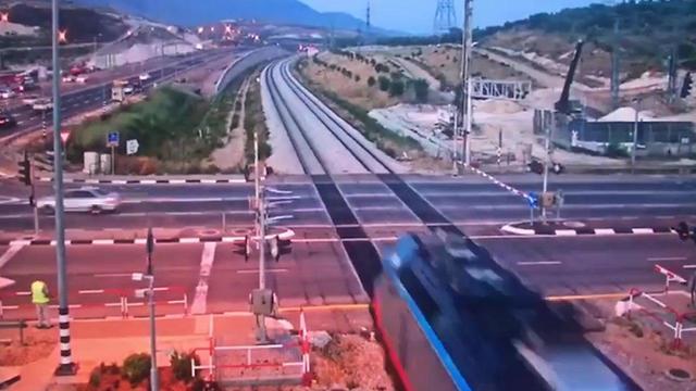 מרדף משטרתי אחר רכב בכרמיאל (דוברות רכבת ישראל )