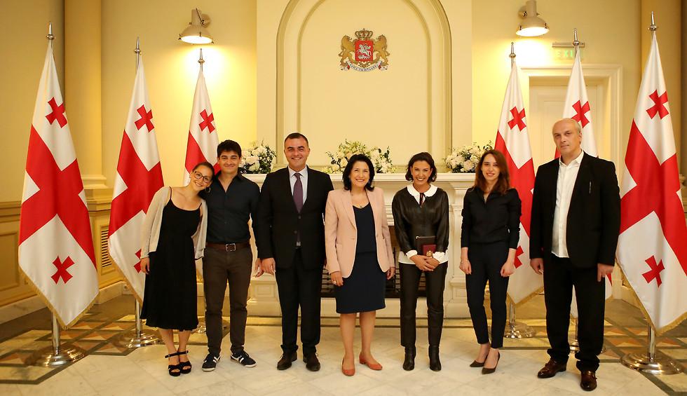 גל לוסקי מקבלת אות כבוד בגאורגיה ()