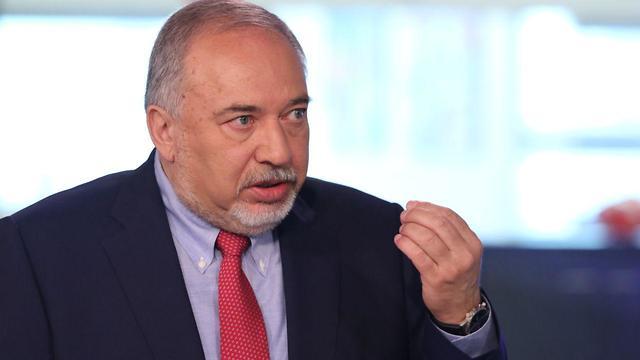 אביגדור ליברמן בראיון לאולפן ynet (צילום: אבי מועלם)