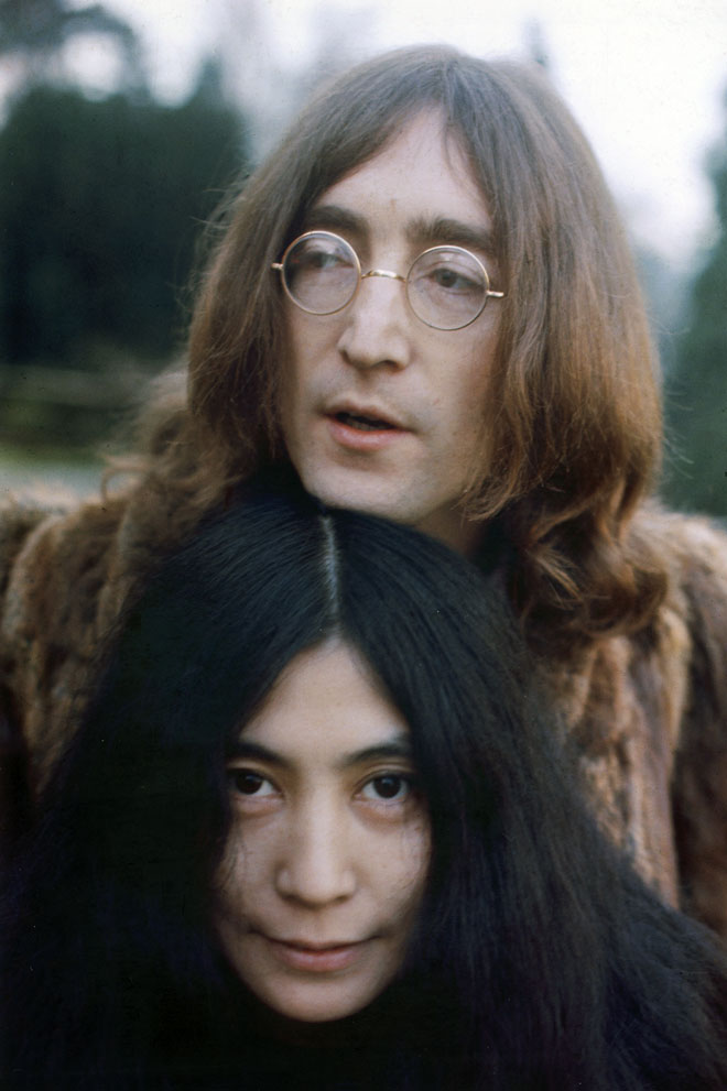 """ג'ון לנון ויוקו אונו. """"את השיר הזה ישמעו גם בעוד עשר שנים"""". הקליקו על התמונה (צילום: Hulton Archive/GettyimagesIL)"""