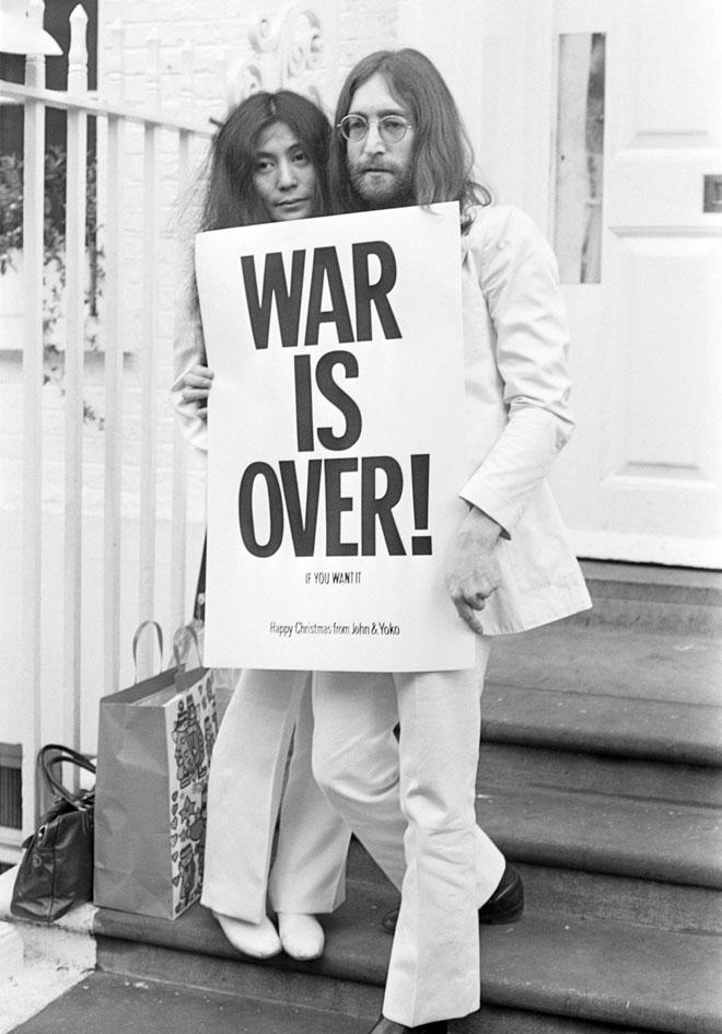 לנון ואונו, דצמבר 1969. ניסיון נוסף להביא שלום עולמי (צילום: Frank Barratt/GettyimagesIL)