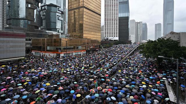 הפגנות הפגנה מחאה הונג קונג נגד חוק ההסגרה הסגרה ל סין (צילום: AFP)