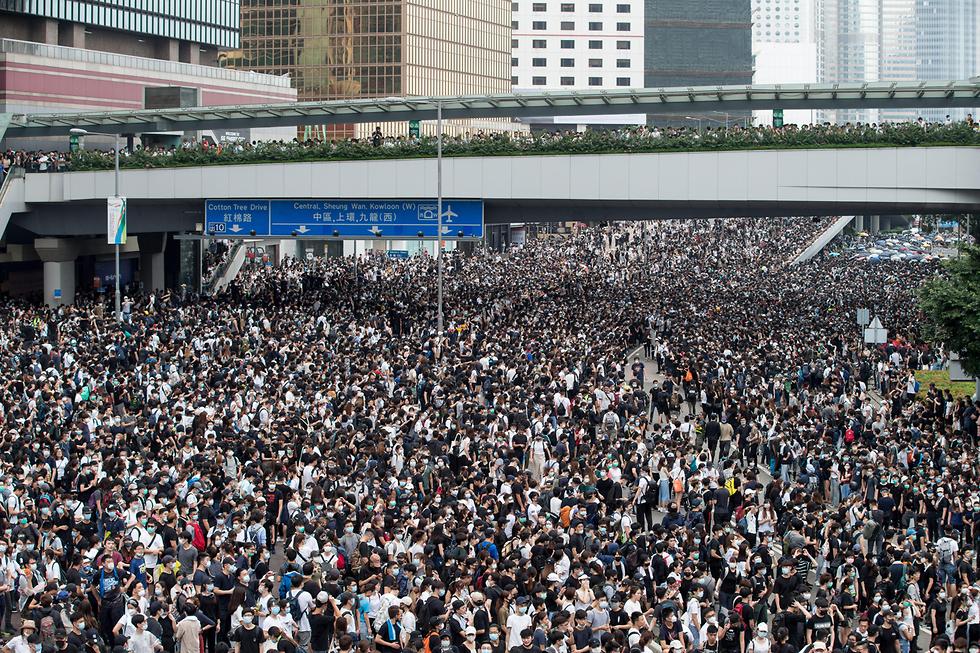 הפגנות הפגנה מחאה הונג קונג נגד חוק ההסגרה הסגרה ל סין (צילום: EPA)
