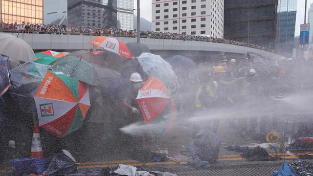הפגנות הפגנה מחאה הונג קונג נגד חוק ההסגרה הסגרה ל סין (צילום: רויטרס)