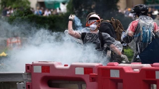 הפגנות הפגנה עימותים מחאה הונג קונג נגד חוק ההסגרה הסגרה ל סין (צילום: EPA)
