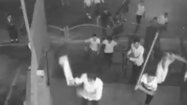 תיעוד מבני ברק של אלימות וונדליזם בבית מדרש של חסידות דאראג ()