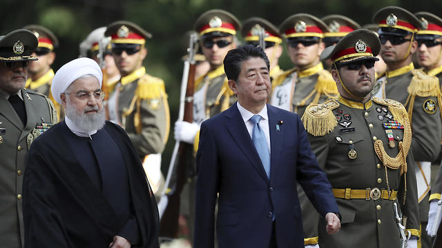 Shinzo Abe with Iranian President Rouhani