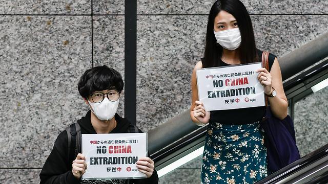 סטודנטים ב אוניברסיטת מייג'י ב טוקיו יפן במחאת הזדהות עם ה מפגינים ב הונג קונג (צילום: gettyimages)