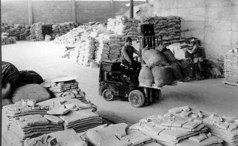 Fábrica de cerámica, hacia 1956.
