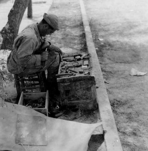 Un zapatero, 1949