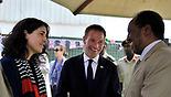 השגריר ניל וויגן עם אשתו הישראלית יעל ()