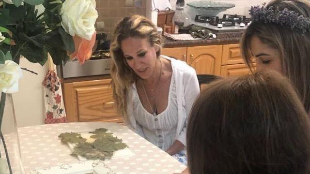 שרה ג'סיקה פרקר מתארחת ביפו ()