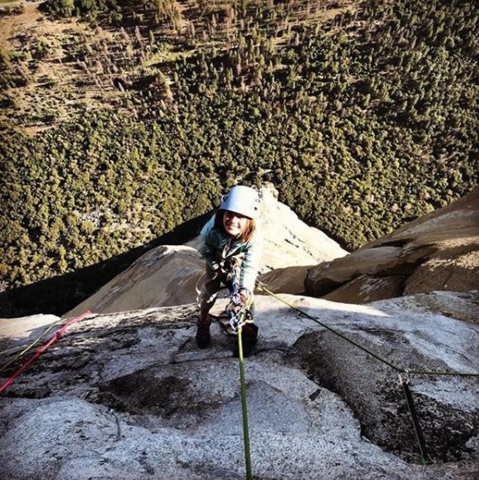סלה שניטר ילדה בת 10 טיפסה עם אביה על מצוק אל קפיטן בפארק יוסמיטי קליפורניה ארה