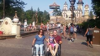 סיגל, בעלה והבנות בפארק אפטלינג בהולנד ()