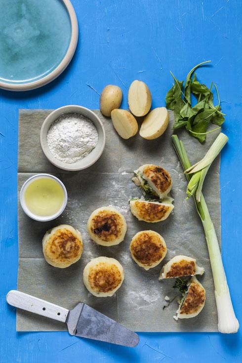 קציצות תפוחי אדמה במלית תרד (צילום: בועז לביא, סגנון: עמית דונסקוי)