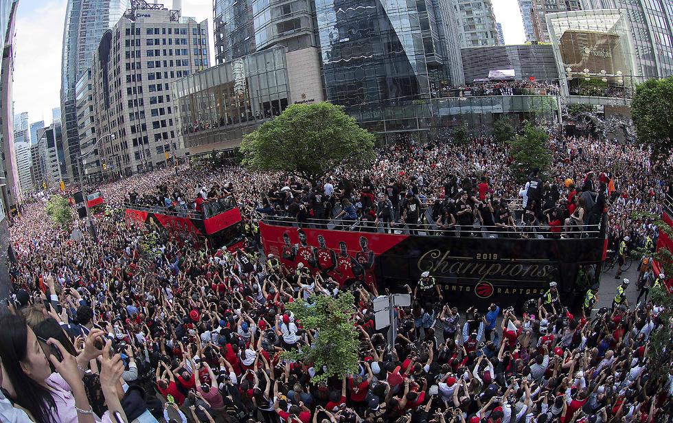 חגיגות האליפות בטורונטו (צילום: רויטרס)
