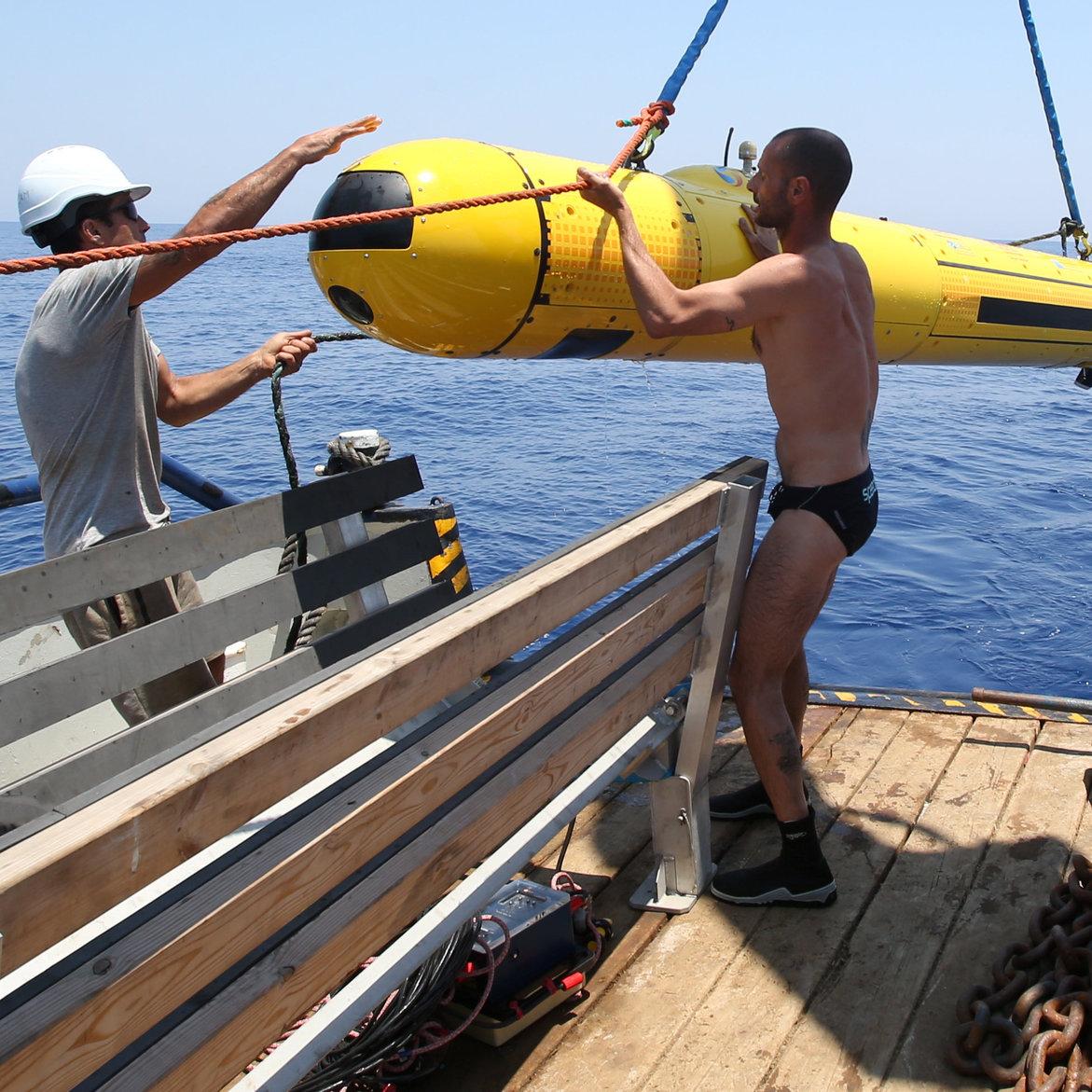 הרובוט מורד למים בלב ים