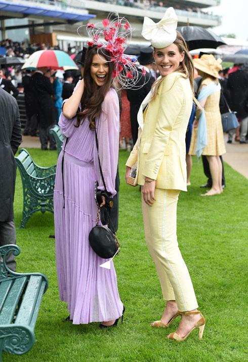 שרה אן מקלין, האקסית של הנסיך הארי, ומעצבת האופנה דייזי קנטצ'בול (מימין) מגיעות במראה צעיר ואופנתי, בתקווה לפגוש נסיך או רוזן פנויים  (צילום: Stuart C. Wilson/GettyimagesIL)