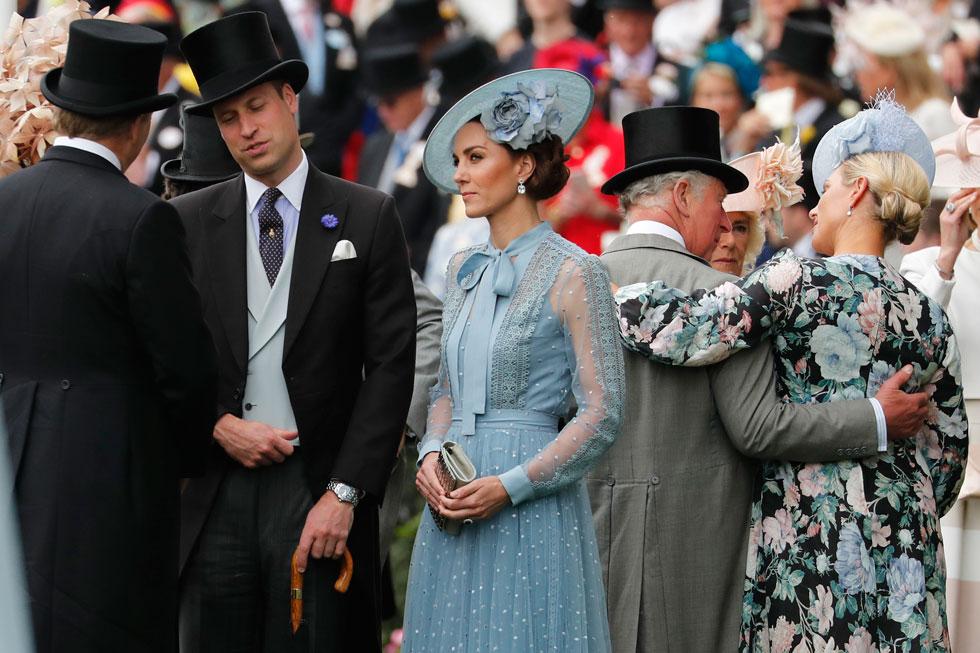 דוכסית קיימברידג' קייט מידלטון התייצבה ביום התחרויות הראשון לבושה חצאית טול וחולצת תחרה תואמת בצבע תכלת בעיצוב הלבנוני אלי סאאב. על הכובע בצבע תואם אחראי פיליפ טרייסי, שעיצב למידלטון כובע דומה ב-2016 בצבע ורוד בייבי  (צילום: AP)
