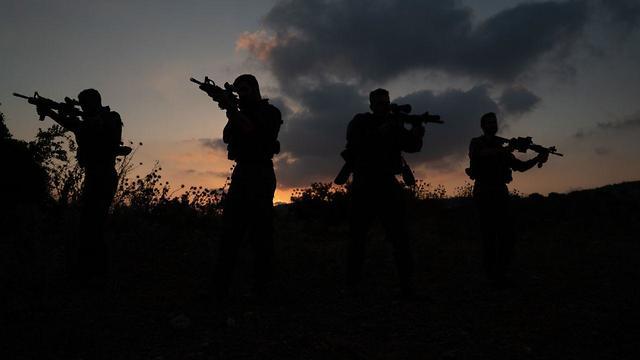 כתב ynet הצטרף השבוע לתרגיל המלחמה של חטיבת הקומנדו ושמע את קציניו שמתכוננים לתמרון שמעולם צה