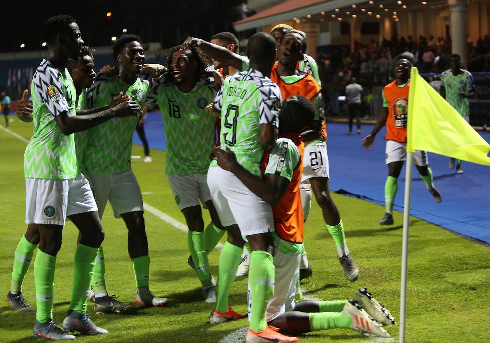 שחקני ניגריה חוגגים (צילום: רויטרס)