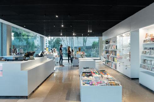החנות החדשה של מוזיאון ת''א (צילום: גדעון לוין)
