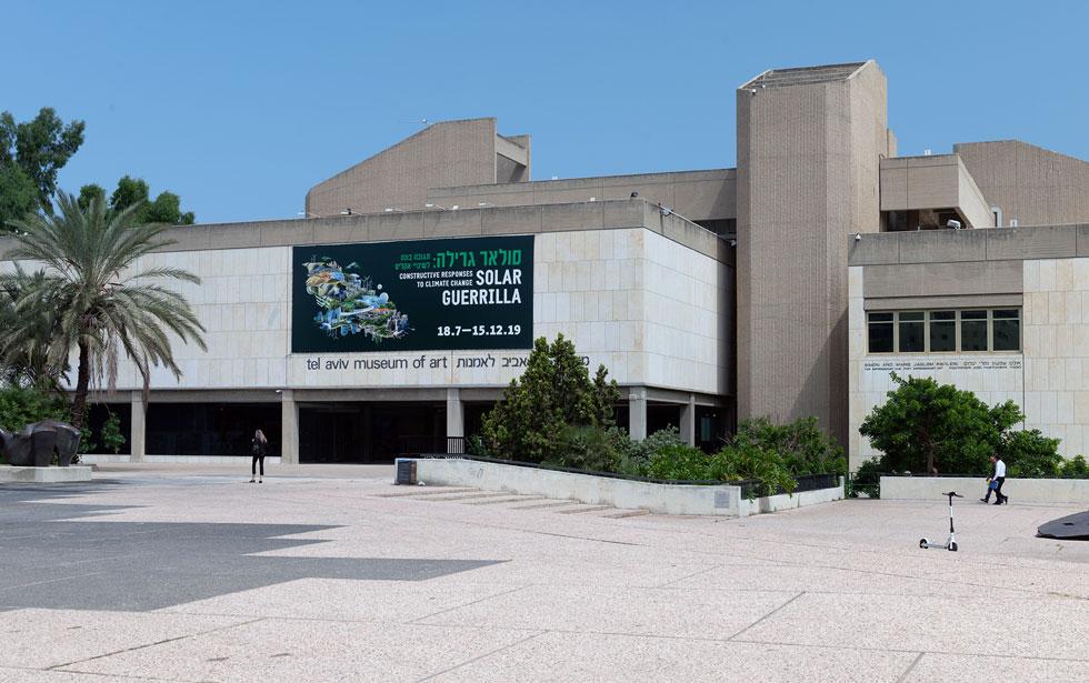 הכניסה המחודשת לאגף הוותיק של מוזיאון תל אביב לאמנות בשדרות שאול המלך (צילום: גדעון לוין)