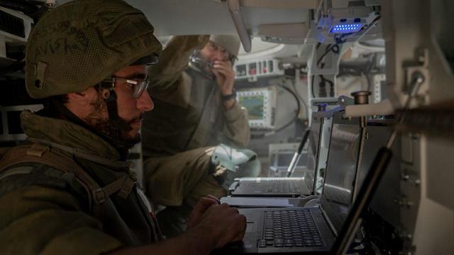 המשקפת הדיגיטלית שתציג את מיקומי האויב בזמן אמת – למפקדי המחלקות והפלוגות (צילום: דובר צה