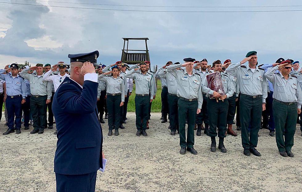 אביגדור נוימן עולה לתורה באושוויץ (דוצ)