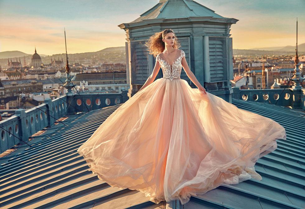 גליה להב. 70-50 אחוז הנחה על שמלות כלה נבחרות (צילום: גרג סוואלס)