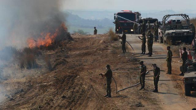 IDF troops help battle the fires (Photo: Avi Roccah)