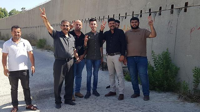 Family of Mahmoud Katusa waiting for his release outside the Ofer military prison