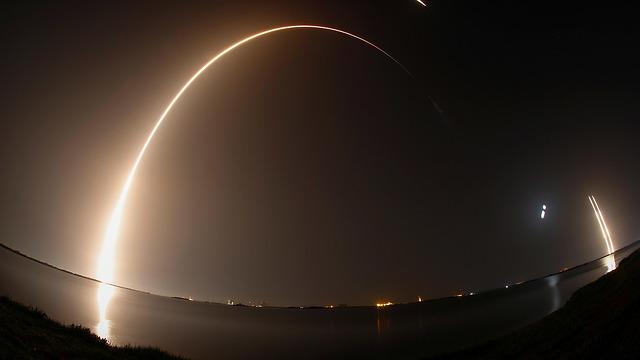 שיגור ספייס איקס SpaceX פלקון כבד (צילום: רויטרס)