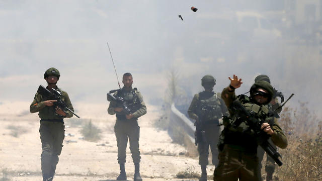 Border police forces use teargas to disperse Palestinian protesters during a rally against the American-led peace conference (Photo: AP)