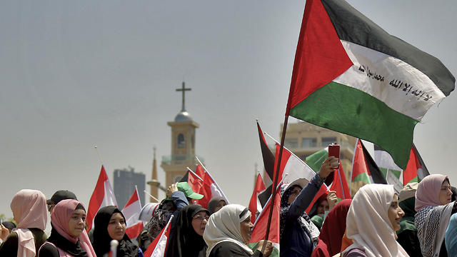 Beirut: Palestinians take part in a protest in front of a UN building due to Bahrain summit (Photo: DPA/ABACA)