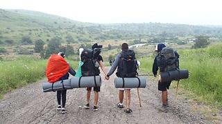 בני נוער מפנימיית נירים בטיול בטבע ()