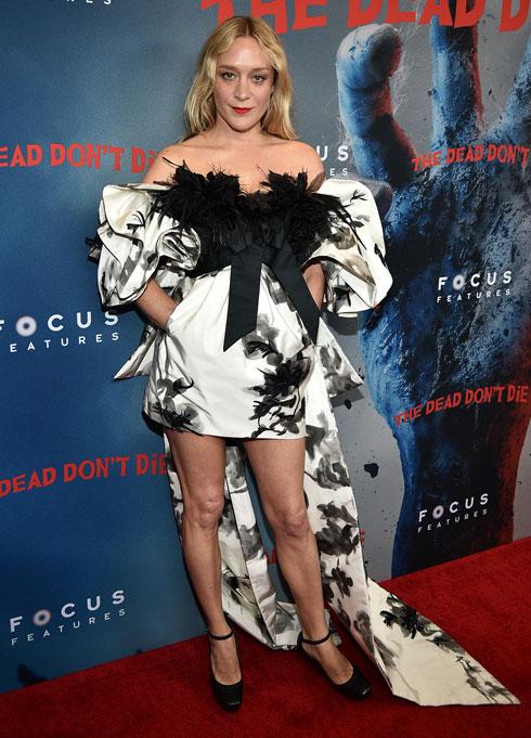 """שיפור בניו יורק: שמלה בעיצוב מארק ג'ייקובס בהקרנת הבכורה של """"המתים אינם מתים"""" (צילום: Theo Wargo/GettyimagesIL)"""