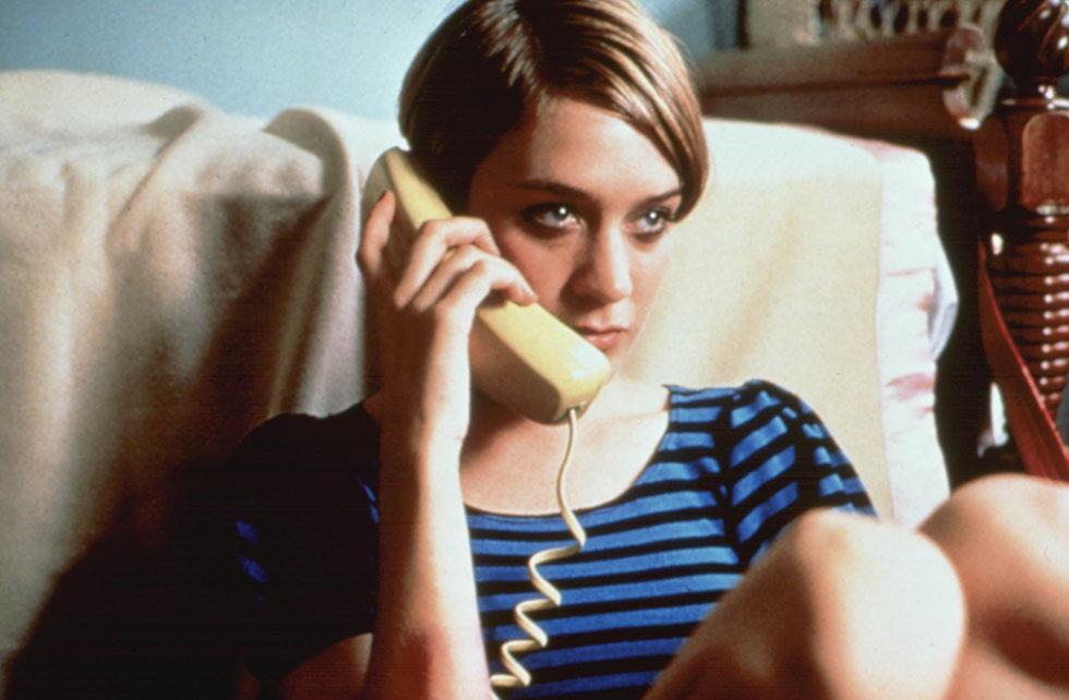 """""""קלואי יכולה לדבר בביטחון על מה שקורה ברחוב. אחרים יאמרו, קלואי היא מה שקורה ברחוב"""", תוארה סוויני בניו יורקר בשנת 1994 (צילום: rex/asap creative)"""