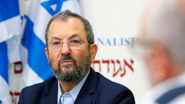 אהוד ברק מסיבת עיתונאים  (צילום: AFP)