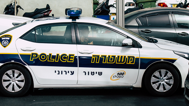 אילוסטרציה ניידת משטרה שיטור עירוני משטרת ישראל (צילום: shutterstock)