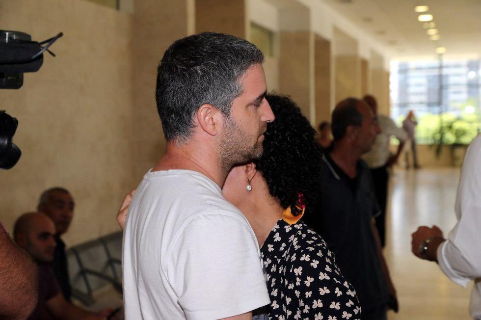 הורים של הפעוטות שעברו התעללו בבית המשפט (צילום: יריב כץ)