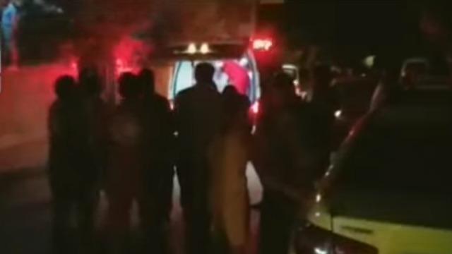 פינוי הפצועים מהתקיפה בסוריה ()