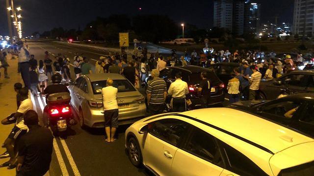 Демонстранты блокируют шоссе № 4 возле Ришона. Фото: Ия Мински (Photo: Aya Minsky)