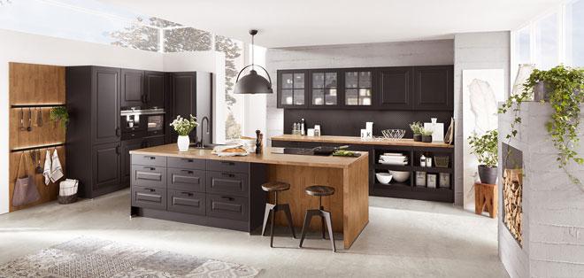חיפוי קיר ומשטחי עץ במטבח בסגנון כפרי. מטבחי נוביליה