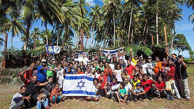 קהילת המתייהדים באינדונזיה (קרדיט: באדיבות הרב טוביה סינגר והרב אליהו בירנבוים )