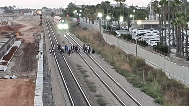 Железнодорожная трасса в Ашкелоне, перекрытая демонстрантами