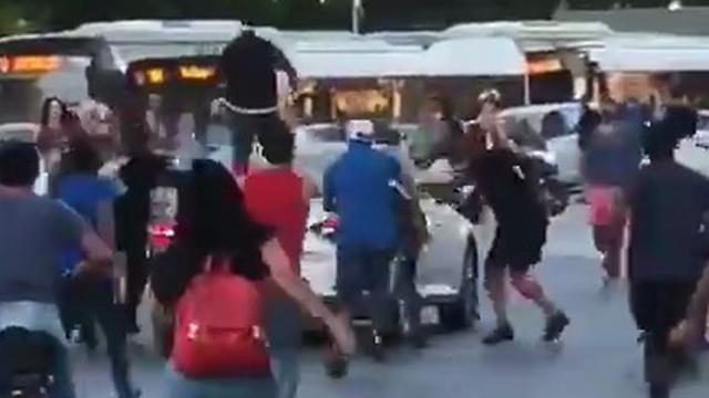 """Нападение на водителя в Тель-Авиве. Кадр видеозаписи. Предоставлено организацией """"Аншей ха-дмама"""""""
