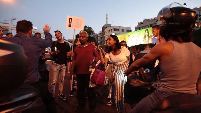 הפגנה יוצאי אתיופיה בעזריאלי (צילום: מושיק שמע)